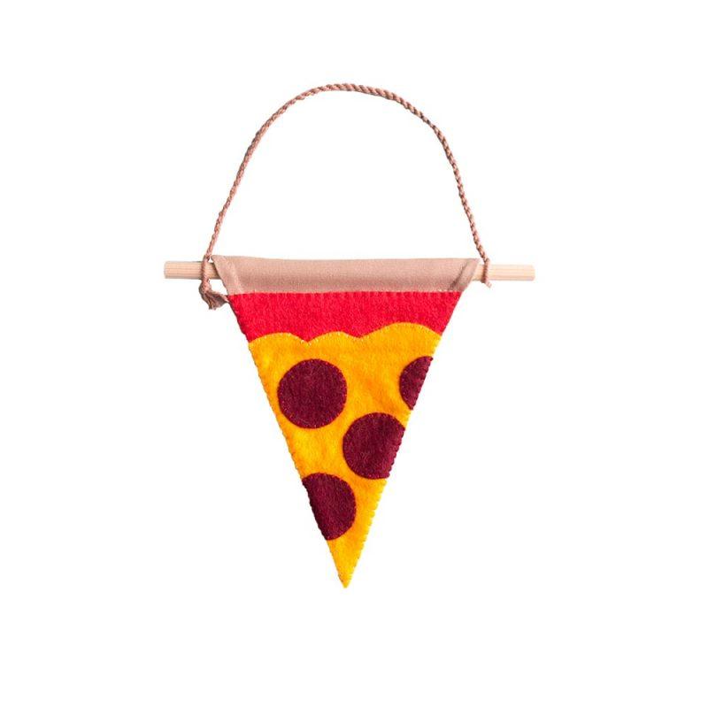 grappige-muurvlag-in-de-vorm-van-een-pizzapunt