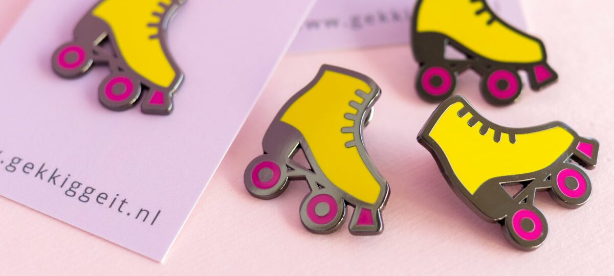 close-up-van-de-rolschaats-pin-van-gekkiggeit