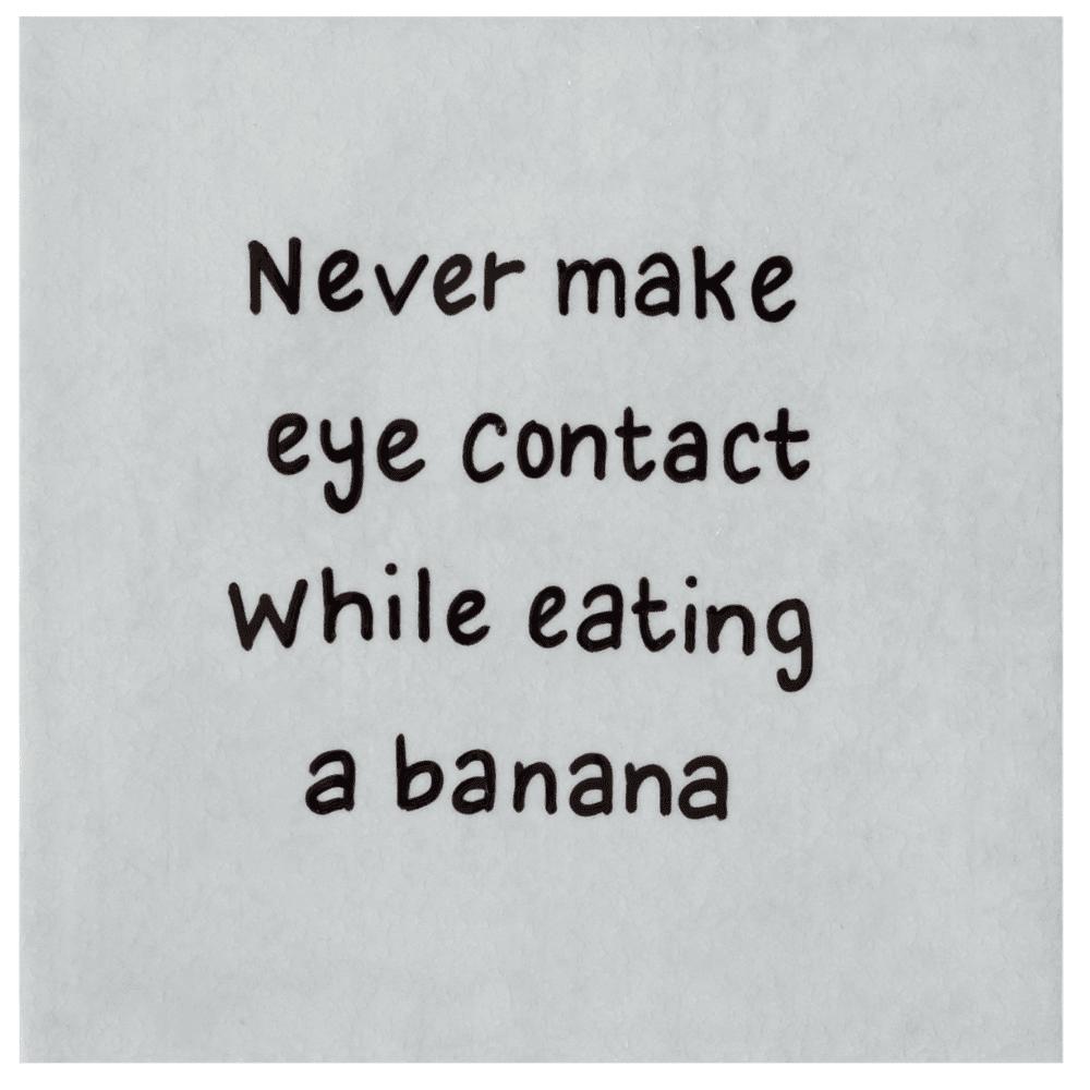 tegel-van-gekkiggeit-met-grappige-tekst-never-make-eye-contact-while-eating-a-banana