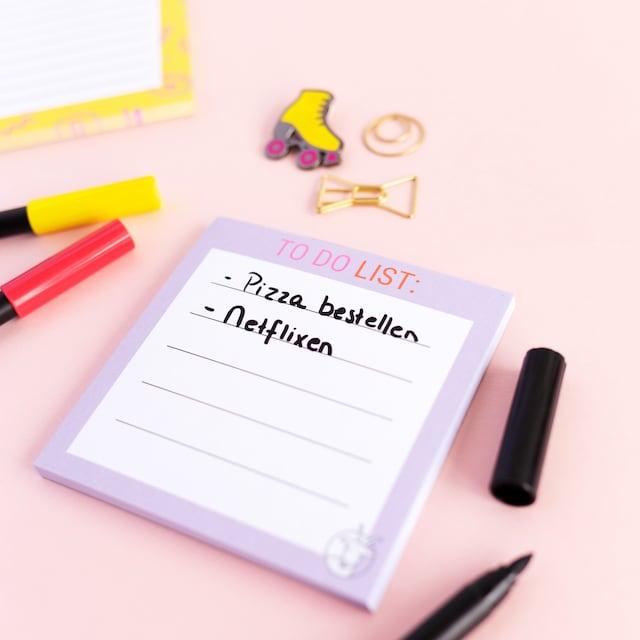 mini-notitieblokje-van-gekkiggeit-met-dingen-om-te-doen-erop-geschreven