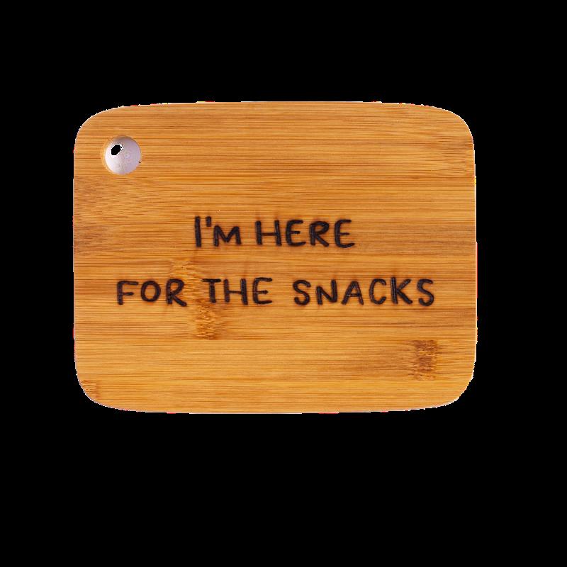 ontbijtplankje-van-gekkiggeit-met-de-tekst-I'm-here-for-the-snacks